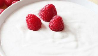 Minder kans op tandvleesziektes door eten yoghurt