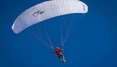 Video: tandprothese kwijt tijdens parachutesprong