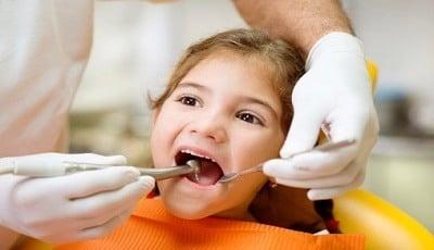 Uit onderzoek door FDI blijkt: mondzorg door ouders kan beter