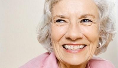 Ouderdom vermindert doorschijnendheid van tandrestauraties