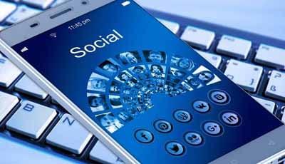 Te veel smartphone- en social media-gebruik leidt tot tandenknarsen